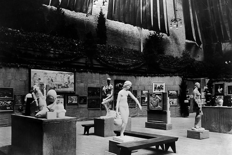 Foto dell'Armory Show del 1913, A sinistra è riconoscibile il Gruppo mobile di Brancusi