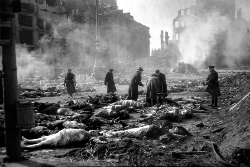 Guernica dopo i bombardamenti