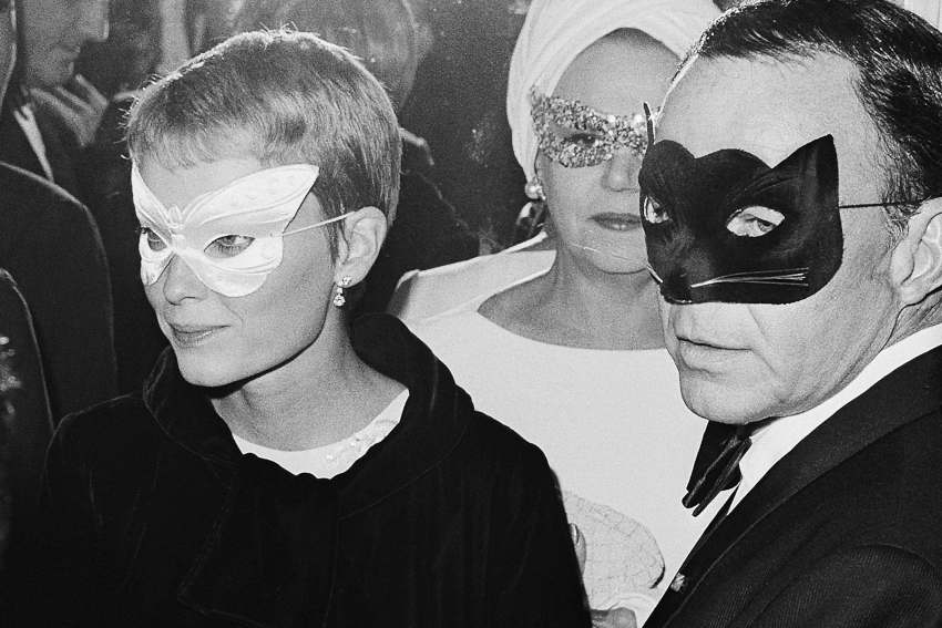 Frank Sinatra e Mia Farrow al Black and White Ball di Truman Capote