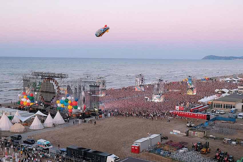 Foto aerea del concerto di Rimini (credits: Corriere Romagna)